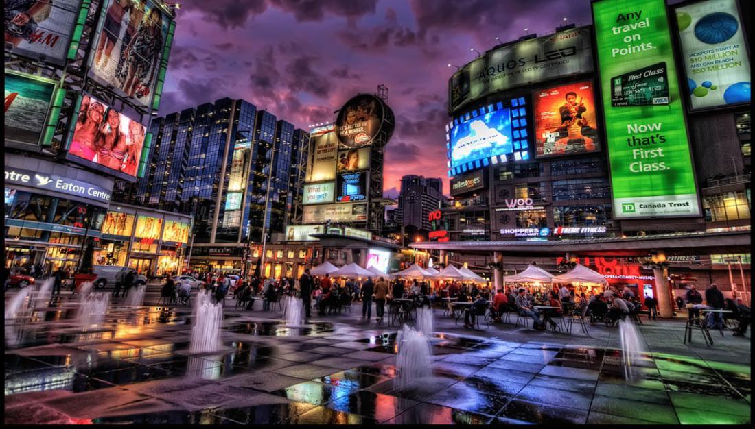 Dundas_Square_Toronto